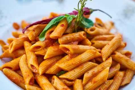 closes up photo of macaroni